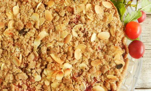 Crumble pie di mele, prugne e frutti rossi