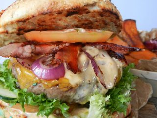 DSCN4619-320x240 Independence Burger - Panino Americano con Hamburger di Black Angus Cucina Etnica Secondi di carne Stati Uniti  panino XL independence day independence burger hamburger cucina con giò bbq 4th of july