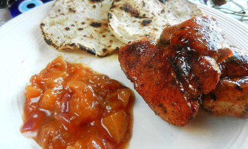 Spezzatino di maiale con chutney di albicocche
