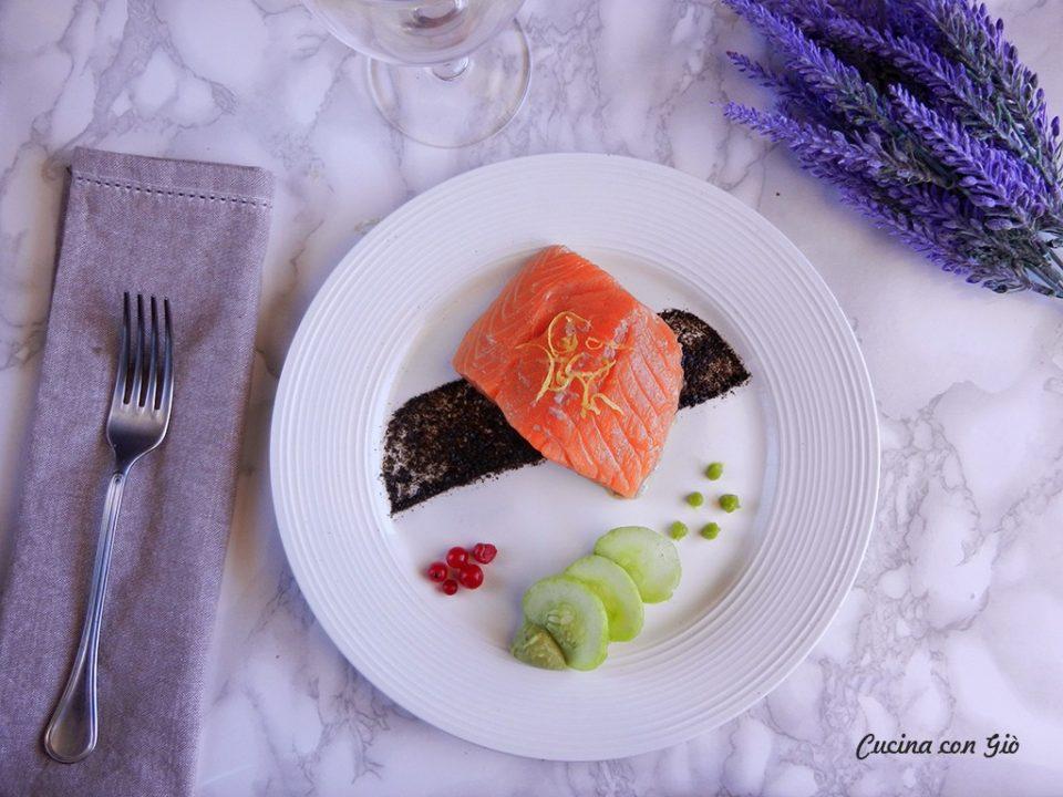 DSCN5046ccg-960x720 Non-sushi alla Giò - Salmone in olio cottura con mousse di avocado al wasabi Gourmet Healthy Secondi di pesce Secondi Piatti  wasabi salmone non sushi cucina con giò cetriolo avocado alga nori