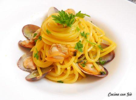 Spaghetti vongole e zafferano