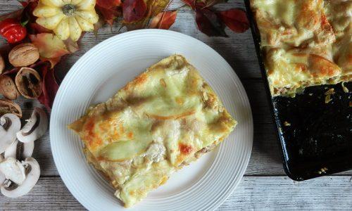 Lasagna zucca, funghi, salsiccia con besciamella alle castagne