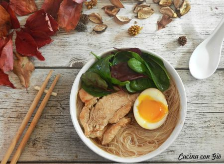 Ramen con pollo e spinaci