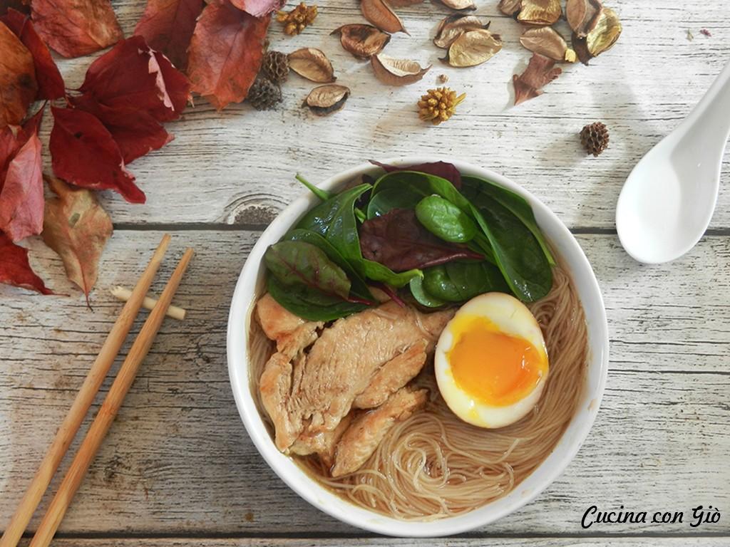 DSCN5599ccg3 Ramen con pollo e spinaci Cucina Etnica Zuppe  uovo cremoso uovo spinaci sodo ramen pollo nitamago misoramen miso marinato giapponese giappone cucina con giò cremoso