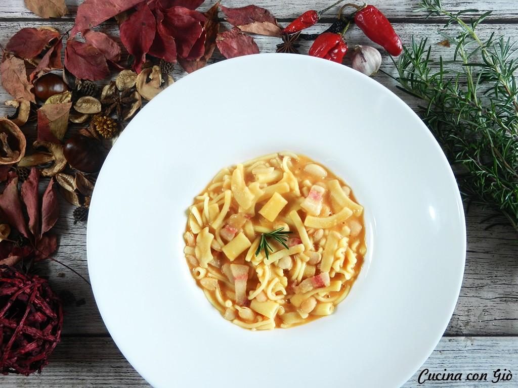 DSCN5651ccg Pasta e fagioli cannellini con pancetta Pasta Pasta secca Primi di terra Primi piatti  piatti tipici pasta e fagioli pasta pancetta fagioli cucina italiana cucina con giò cannellini