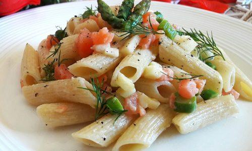 Pasta salmone, asparagi e mela